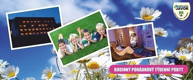 Rodino! Báječné prázdniny v Krakonošově až na týden s plnou penzí, letním vyhřívaným bazénem, wellness a bohatým animačním programem pro Vaše děti v oceněném zlatém Baby Friendly Horském Hotelu Javor*** v Krkonoších, roční platnost kupónů.